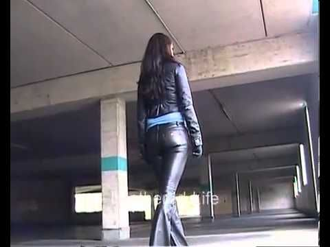 Larissa - Topmodel in Miss Sixty Leather Pants_2